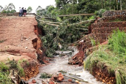 Santa Akum bridg collapsed